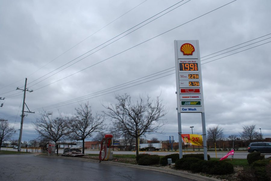 The Shell gas station on Busse and Oakton roads, displays prices under $2 a gallon in the wake of the COVID-19 stay-at-home orders on March 29. Photo by Natalia Habas.
